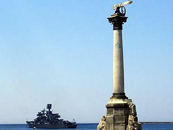 Памятник погибшим кораблям в Севастополе. Фото пользователя are с сайта Google Picasa