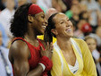 Победительница US Open - 2008 Серена Уильямс (слева) и Елена Янкович. Фото AFP