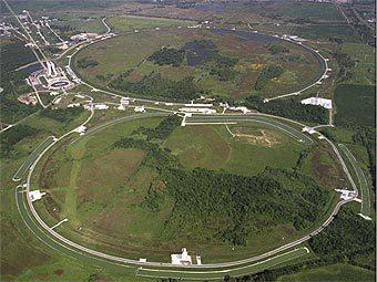 Ускоритель Тэватрон с высоты птичьего полета. Возможно, с его помощью на свет родилась пока неизвестная физикам элементарная частица. Фото с сайта cdf.fnal.gov