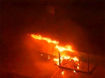 Пожар во внутреннем дворе тюрьмы Чино. Кадр телекомпании KTLA-TV