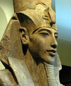 Скульптурное изображение Эхнатона. Фото с сайта Захи Хавасса