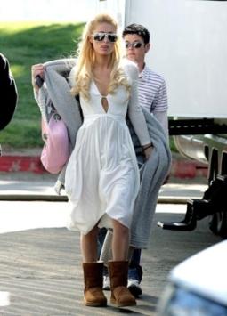 """Пэрис Хилтон в """"уггах"""". Фото с сайта uggkings.com"""