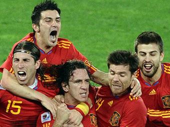 Испанцы празднуют гол в ворота сборной Германии. Фото AFP