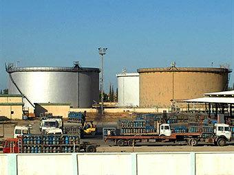 Нефтехранилище в Триполи. Фото (с)AFP
