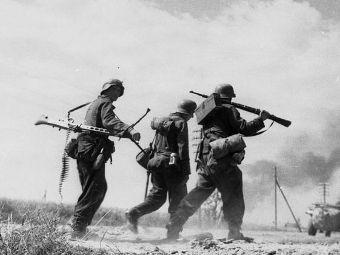 """Пехотинцы дивизии """"Великая Германия"""". СССР. 1943 год. Фото Bundesarchiv"""