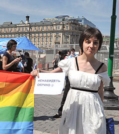 Я даже не знаю, кто хуже http://img.lenta.ru/articles/2011/05/30/inrainbows/pic002.jpg