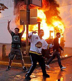 Болельщики на улицах Ванкувера. Фото (c)AFP