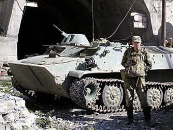 Российский солдат во время спецоперации в селении Гимры, Дагестан. Архивное фото ©AFP