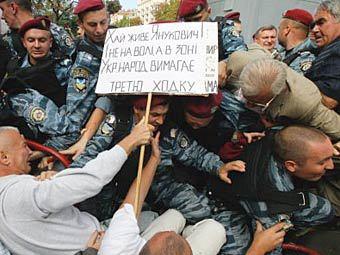 Беспорядки у здания суда в Киеве, 5 августа 2011 года. Фото ©AFP