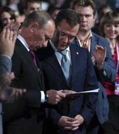 Владимир Путин и Дмитрий Медведев на съезде