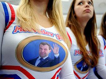 Medvedev Girls на встрече с Дмитрием Медведевым 9 ноября 2011 года. Фото ©AFP
