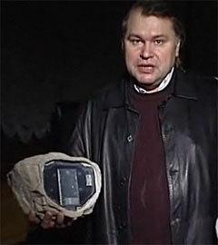 Аркадий Мамонтов и шпионский камень. Кадр телеканала