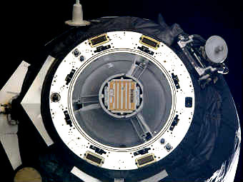 """Грузовой транспортный корабль """"Прогресс"""" с аппаратом """"Чибис-М"""". Фото NASA"""