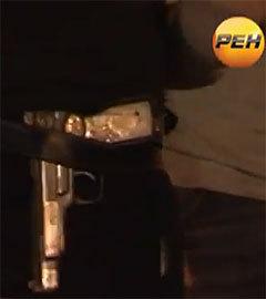 Пистолет Стечкина на поясе одного из
