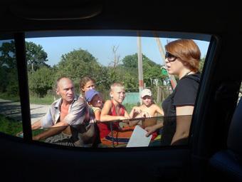 Волонтеры посещают хутор Армянский. Фото Ивана Колпакова
