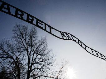 Ворота в концлагерь Освенцим. Фото Reuters