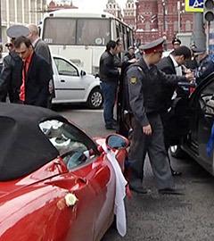 Полиция на месте стрельбы, устроенной участниками свадебного кортежа в центре Москвы. Фото Пресс-служба ГУ МВД Москвы
