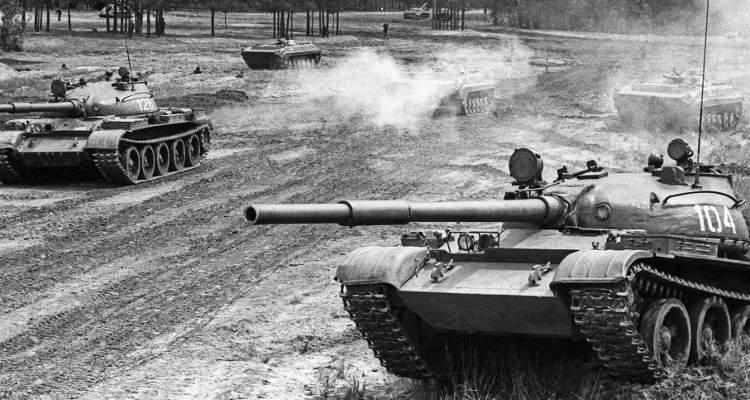 Т-62 на учении бронетанковых войск в 1990 году. Фото Владимира Смолякова, РИА Новости