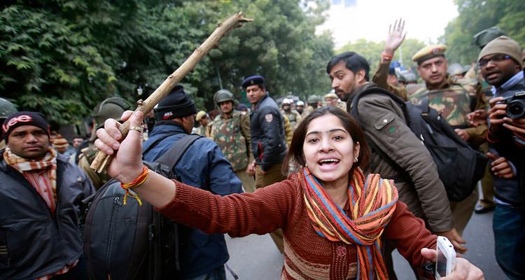 Участница демонстрации в Дели 30 декабря. Фото: Danish Siddiqui / Reuters