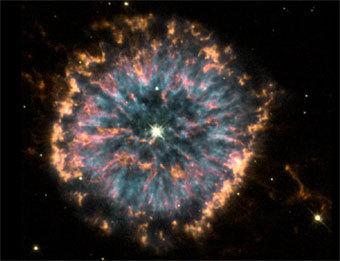 Планетарная туманность NGC6751 с белым карликом в центре. Фото с сайта cse.ssl.berkeley.edu
