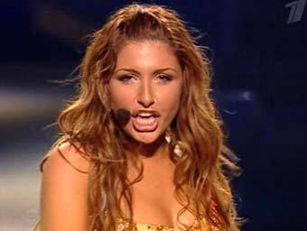 Греческая певица Елена Папаризу, кадр Первого канала