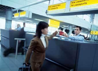Использование электронного документа в аэропорту, фото с рекламного проспекта Philips