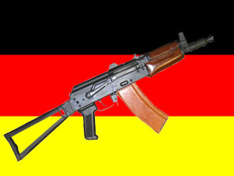 АКС-74У на фоне флага Германии, иллюстрации с сайта world.guns.ru и www.fco.gov.uk