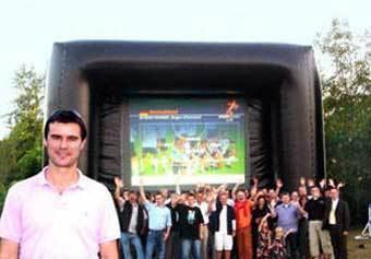 Надувной телевизор поможет организовать трансляции ЧМ-2006 на улицах. Фото с сайта DW-World