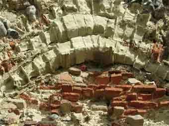 Арка, заложенная римским кирпичом. Фото с сайта lougs.org.uk