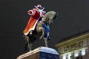 http://img.lenta.ru/news/2005/12/26/statue/picture.jpg