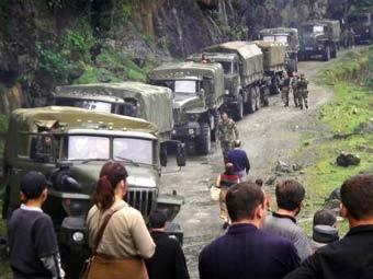 Грузинская военная колонна в Кодорском ущелье. Фото Reuters
