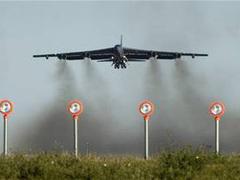B-52 на взлете. Фото ВВС США