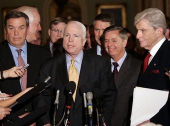Сенаторы после голосования, фото AFP