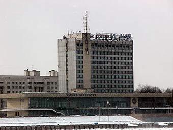"""Правее - гостиница  """"Речная """" и речной вокзал..."""