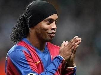 Роналдиньо выбирает между тремя клубами