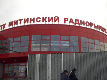 В субботу в результате ссоры между покупателем и одним из продавцов Митинского радиорынка на северо-западе Москвы...