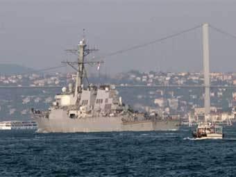 """Эсминец ВМС США """"Макфол"""" в Босфорском проливе 22 августа. Фото AFP"""