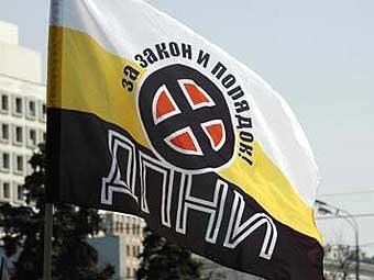 Флаг ДПНИ. Фото с сайта движения