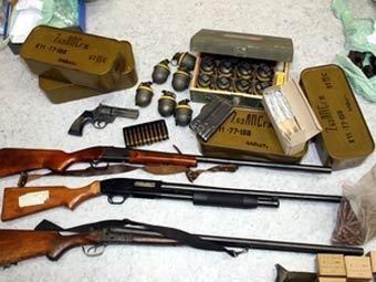 Латвийские солдаты арестованы за незаконную торговлю оружием.  6.