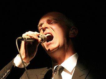Лидер Pet Shop Boys помог Элтону Джону и The Killers с рождественской песней