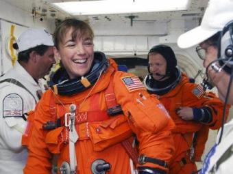 Американская астронавтка потеряла в открытом космосе сумку.