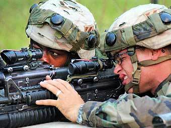 Военнослужащие на базе