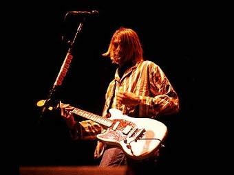 Разбитая гитара Курта Кобейна продана за 100 тысяч долларов