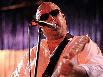 Лидер Pixies создал семейную группу