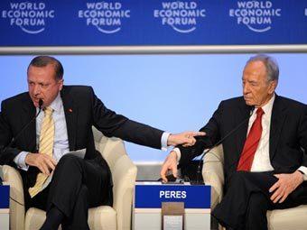 Тайип Реджеп Эрдоган (слева) и Шимон Перес на конференции по сектору Газа в Давосе. Фото �AFP