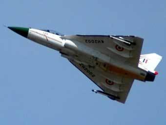 На индийский истребитель устанавливается импульсно-доплеровский радар EL/M-2032 производства израильской компании...