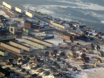 Вид на столицу Гренландии Нуук. Фото пользователя Zverzver с сайта wikipedia.org