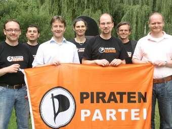 Члены Пиратской партии устроили пикет под стенами посольства США
