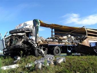 Разбившаяся в Житомирской области фура с пивом. Фото с сайта zhitomir.info
