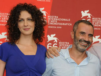 Ксения Раппопорт и Джузеппе Капотонди. Фото с сайта Венецианского кинофестиваля